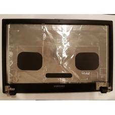 Крышка матрицы c петлями и рамкой матрицы для ноутбука Samsung NP300V5A